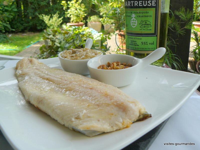Filet de truites , sauce chartreuse et noix