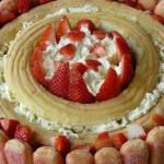 Mousse de fraise sur gâteau léger et mousse de citron au siphon
