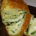 Cake moelleux aux courgettes et mozzarella.