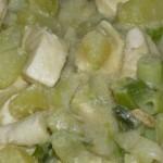 Wok de poulet, pomme de terre et poireaux.