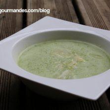 Soupe de courgettes, roquette,mélisse et parmesan